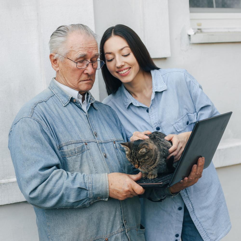 personas mayores felices